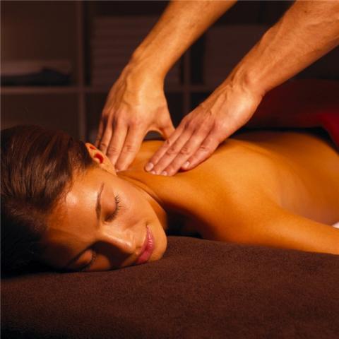 intimniy-massazh-vsego-tela